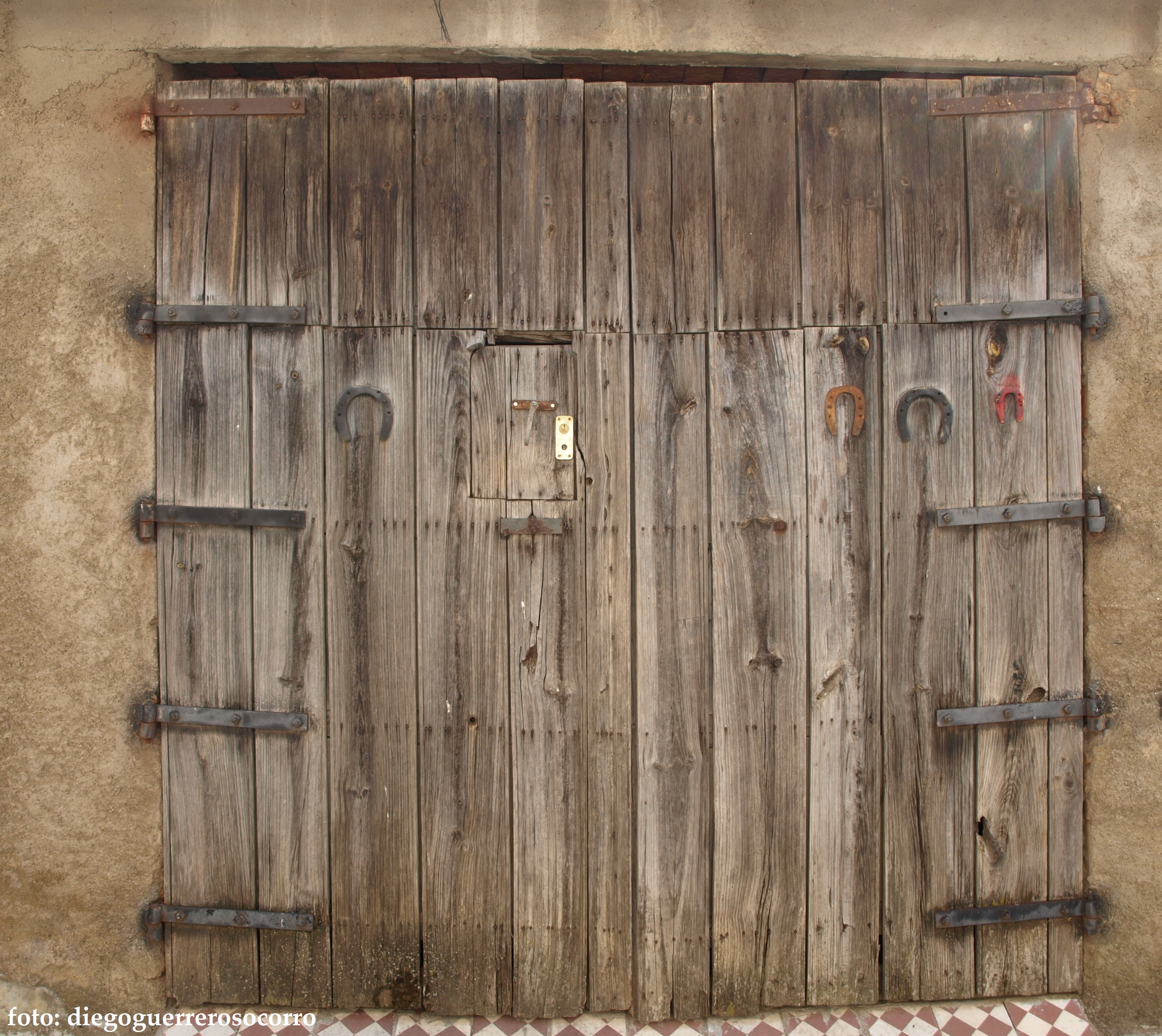 Asociaci n cultural amigos de salvatierra 236 usos y for Puertas de cuarterones antiguas