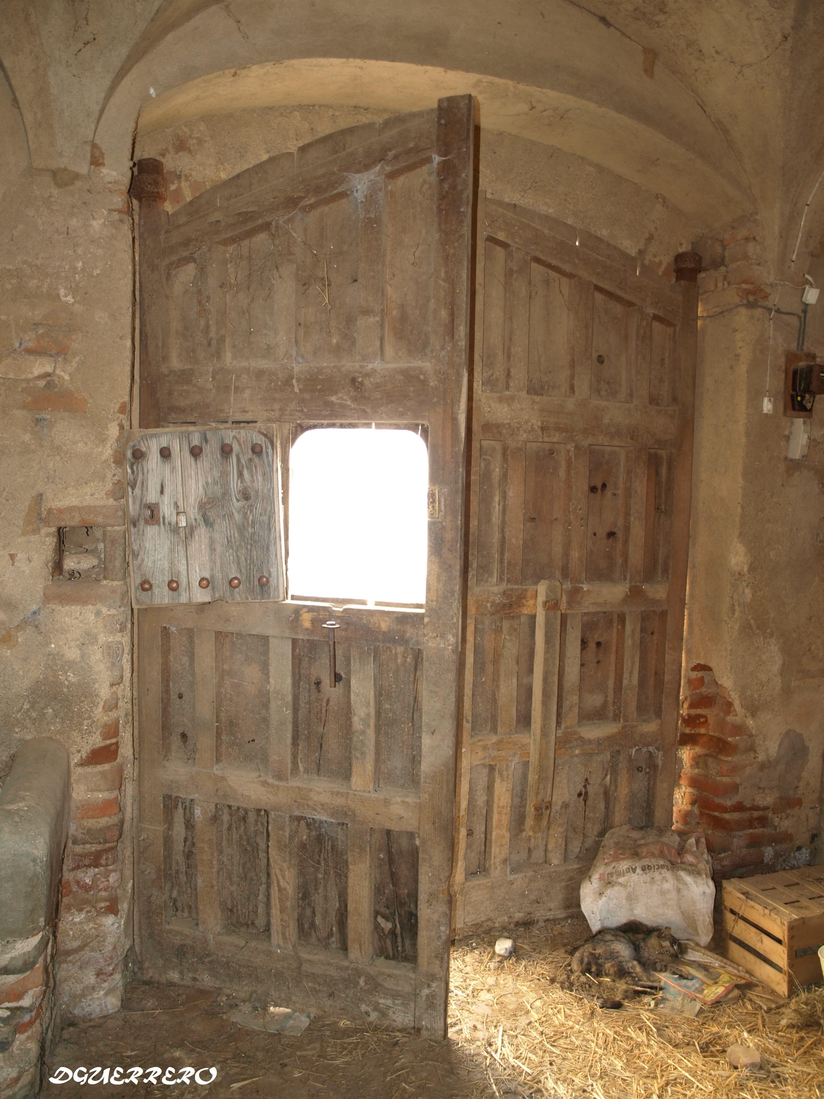 245 usos y costumbres las antiguas puertas falsas de for Puertas grandes antiguas